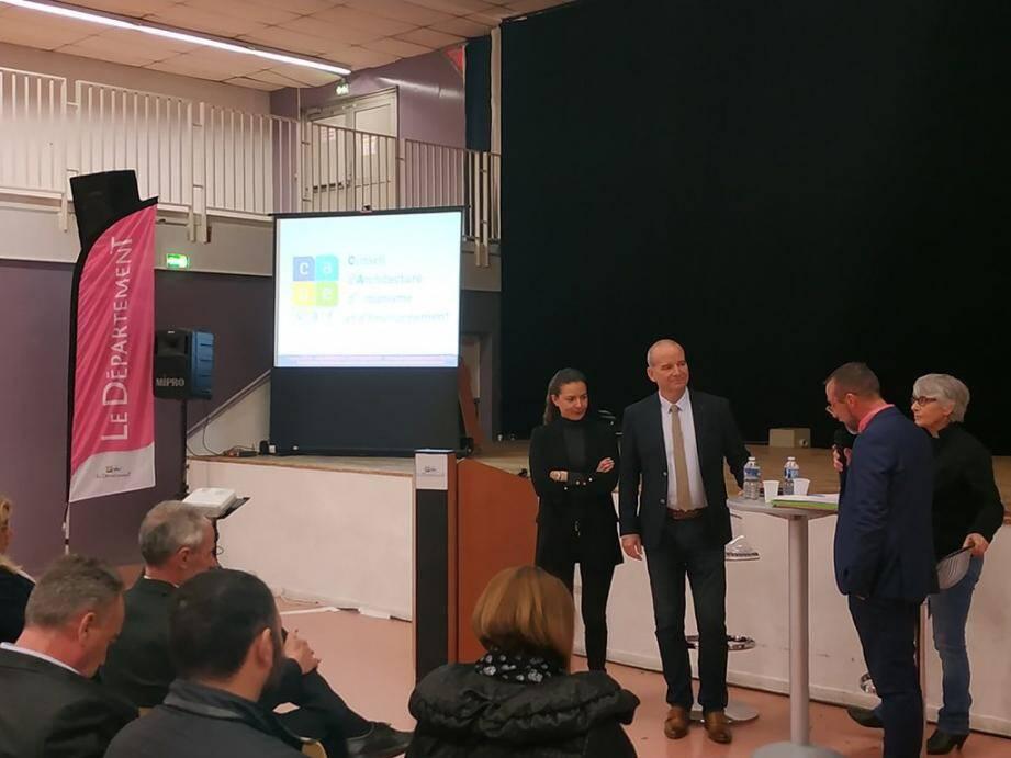 Manon Fortias, conseillère départementale et présidente du CAUE, était accompagnée de Wilfrid Jaubert, directeur général de la structure, de Monique Reyre, architecte au sein de l'UDAP 83 (à droite) et Thierry Albertini, maire de La Valette-du-Var, et chargé de la commission « Habitat et logement » du Département.