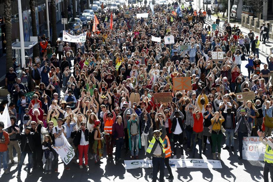 Dès le début de journée, un village d'acteurs associatifs a sensibilisé les passants à l'urgence climatique. Et en début d'après-midi, la foule s'y est rassemblée.