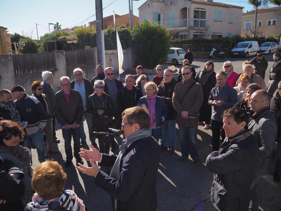 Les élus et le maire essaient de répondre au mieux aux doléances tout en expliquant les projets en cours ou à venir.