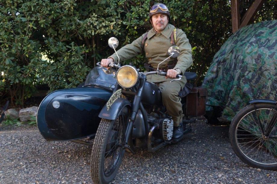 Le collectionneur Christophe Porhansl, féru de pièces militaires historiques, présentera des uniformes d'époque et du matériel.(Photo-archives Denis Fuentes)
