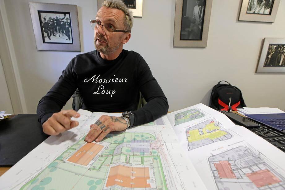 Pascal Salviani assure que les routes vont être élargies et des trottoirs créés. Pour lui, son projet va régler bien des problèmes, plutôt que d'en créer.