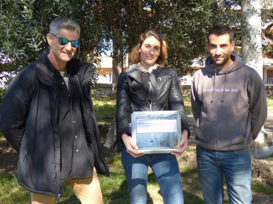 Jérôme (à droite) ira à la rencontre des personnes tirée au sort pour récolter leur vote en compagnie de Manu et Jennifer.