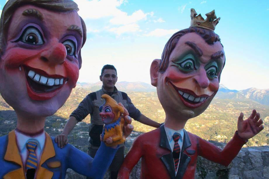 Antoine Mari, président de l'association Casternou en festa, bien entouré par deux grosses têtes.