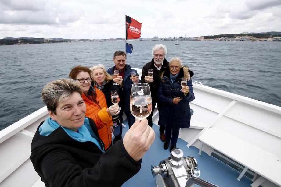 Le bateau gourmand alliera dégustation et visite de la rade.