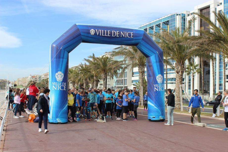 Le départ du 6 km où s'étaient alignés 450 participants. (DR)