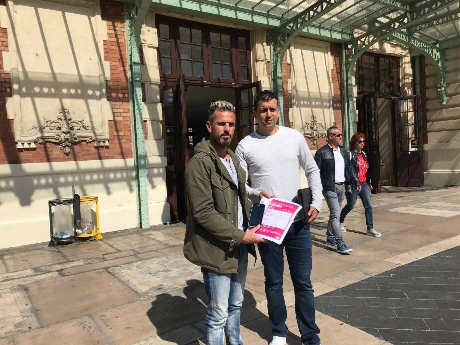 Michaël Albin et Najim Abdelkader, syndicalistes CGT, appellent les contrôleurs à boycotter la nouvelle grille tarifaire de la SNCF.