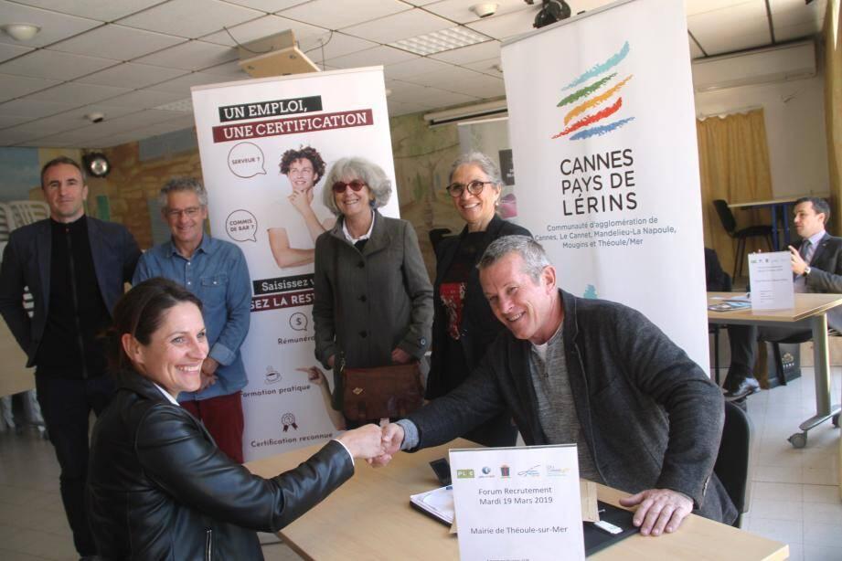 Debout: Stéphane Zorzit, Jean-François Blin, Véronique Roubaudi,Marie-Monette Fiorina, devant entretien.