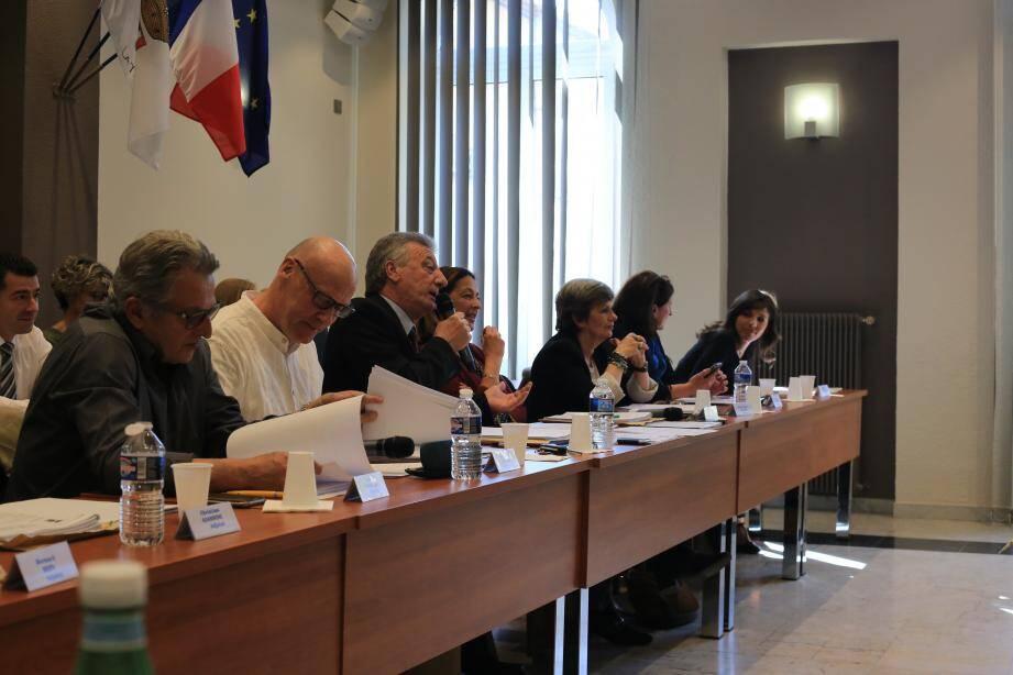 Le maire, Jean-Paul Dalmasso (au centre) a surtout laissé la parole à son adjoint aux Finances, Jean-Paul Audoli (à sa droite).