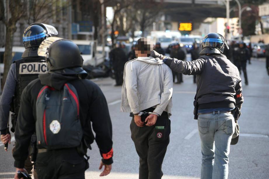 Près de 80 interpellations ont été opérées par les forces de l'ordre dans les Alpes-Maritimes hier.