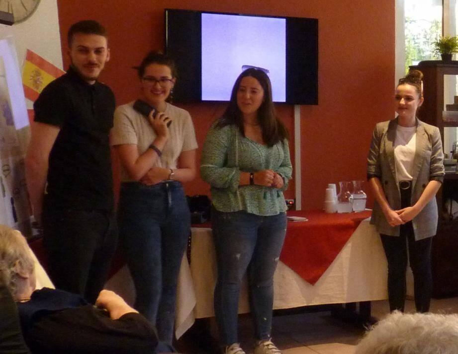 Quatre étudiants de l'université de Nice sont venus animer des ateliers autour des langues auprès des résidents de l'EHPAD Les Hauts de Menton.