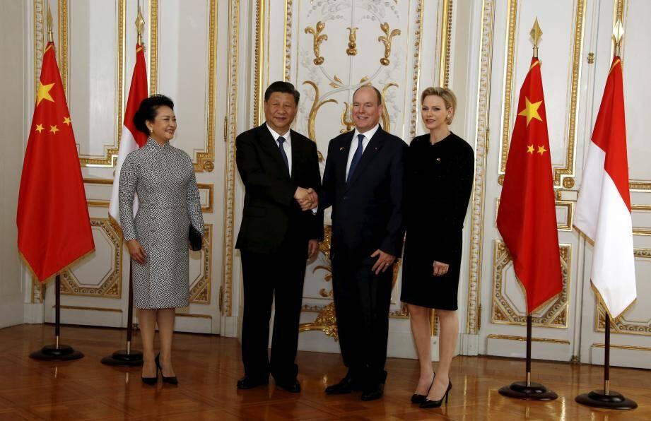 Quand le chef d'Etat du pays le plus peuplé du monde rencontre celui de la plus petite nation, c'est «l'esprit de dialogue qui permet le succès» d'après Xi Jinping.