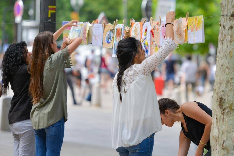 « La Grande lessive » se veut la plus importante manifestation d'art participatif au monde.