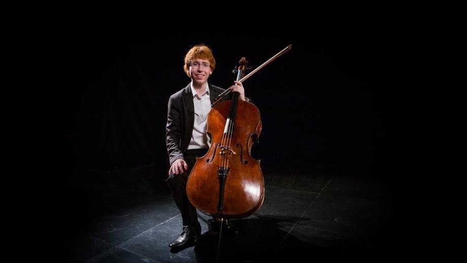 Le violoncelliste Cameron Crozman jouera jeudi.