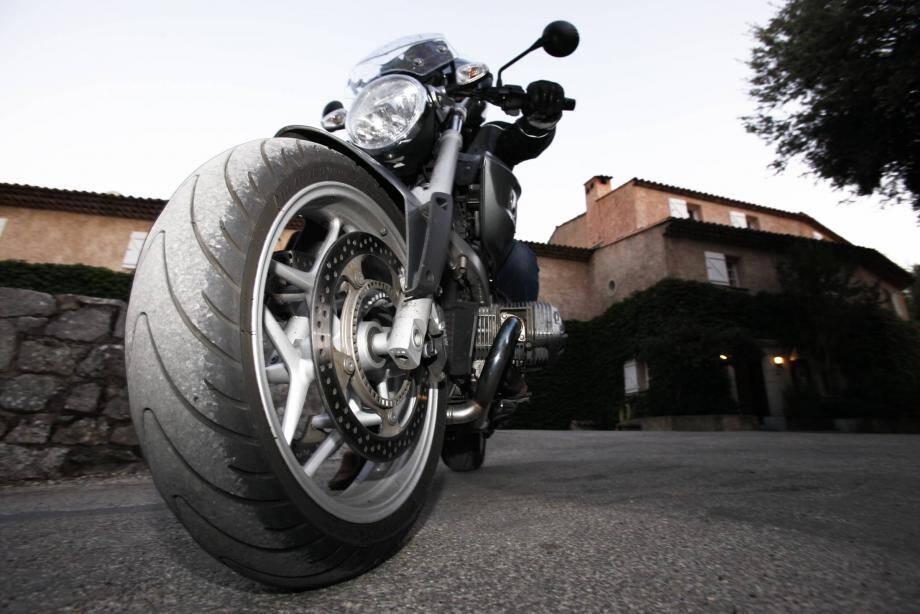 Une moto. Illustration.