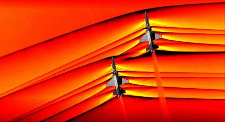 Deux avions franchissant le mur du son.