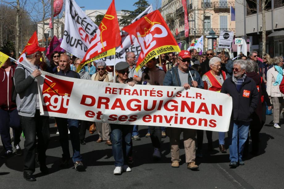 Plus de 300 personnes ont défilé sur le boulevard Clemenceau à Draguignan.
