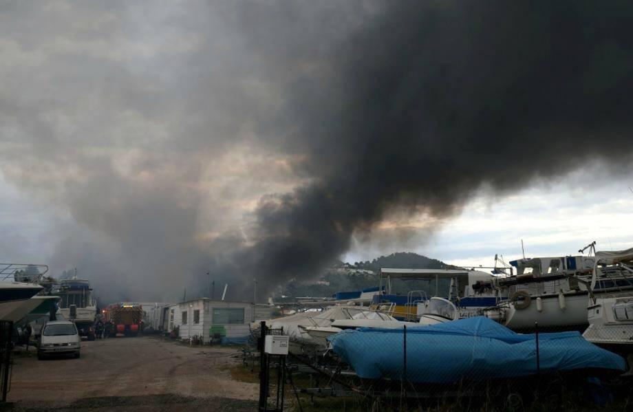 Un incendie s'est déclaré dans un entrepôt situé sur la route des Marais.