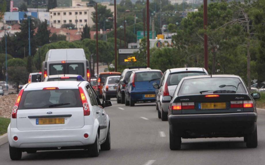 Le trafic routier est bien sûr la source première de la pollution à l'ozone en cas de fortes chaleurs notamment. Si les prévisions l'exigent, le préfet demande des réductions de vitesse.