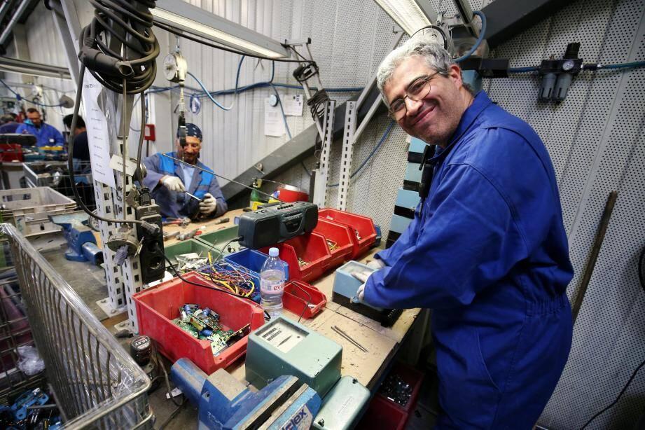 900.000 anciens compteurs EDF arriveront dans les usines d'Esatitude aux Trois-Moulins et seront démantelés par des travailleurs en situation de handicap qui ont bénéficié d'une formation.