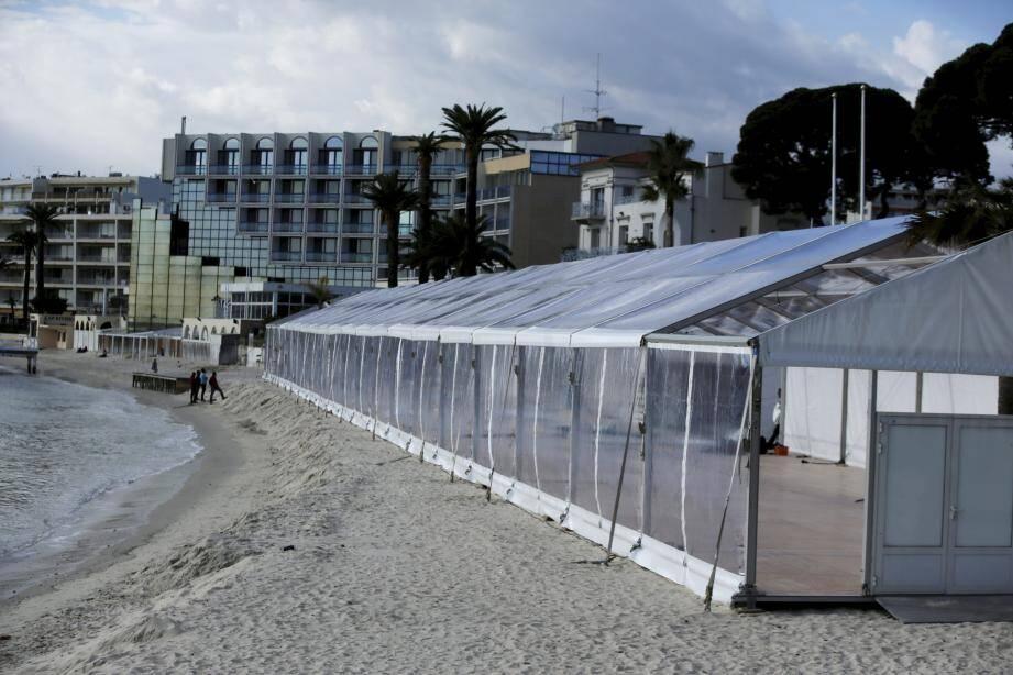 Un châpiteau de 1.200m² est actuellement installé sur la plage à Juan-les-Pins. Une première, destinée au congrès ITER business forum qui se tiendra à Juan du 26 au 28 mars prochain.