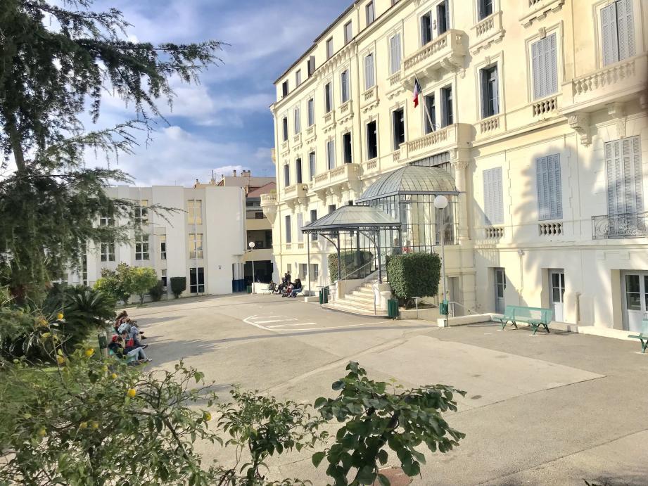 Le lycée Bristol à Cannes, dernier du département dans le classement.