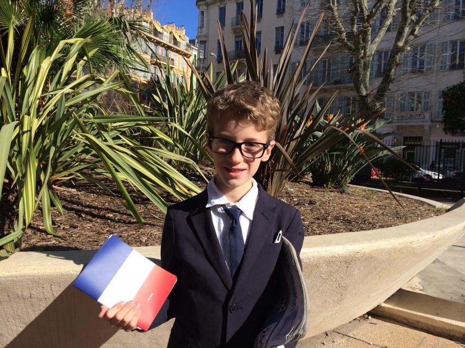 À peine 9 ans, mais Paco, écolier niçois, sait déjà comment va s'organiser sa vie: journal sous le bras, il veut aller à l'Élysée!