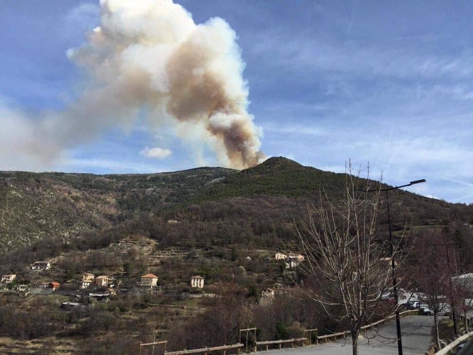 Le feu a pris dans une zone montagneuse inaccessible.