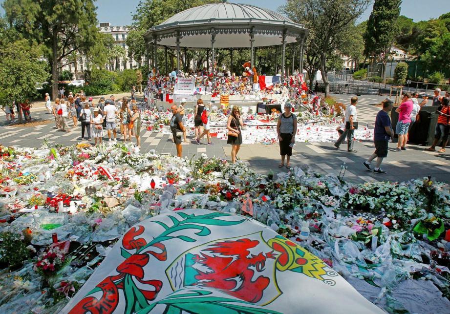 Des hommages aux victimes de l'attentat du 14 juillet à Nice.