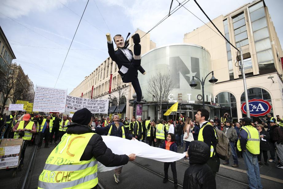 Environ 250 manifestants ont descendu l'avenue Jean-Médecin en partant de la gare.