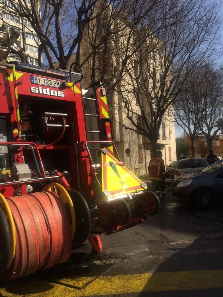 Un incendie s'est déclaré dans une cave d'un petit immeuble à Toulon.