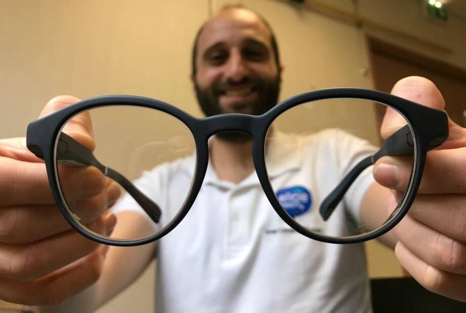Ces lunettes ressemblent à toutes les autres... mais elles sont bardées de capteurs.