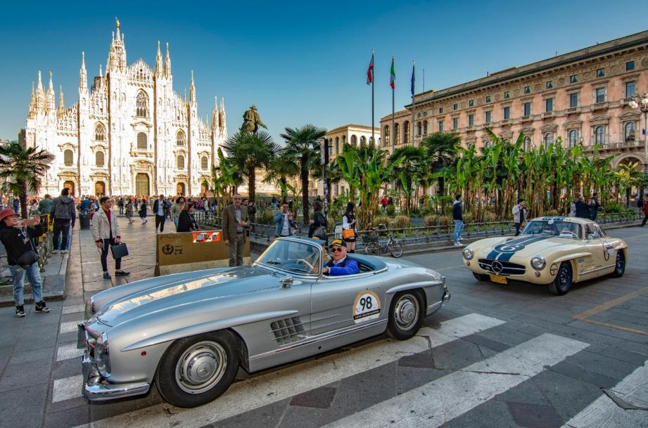 Les 80 voitures sont parties de Milan jeudi.
