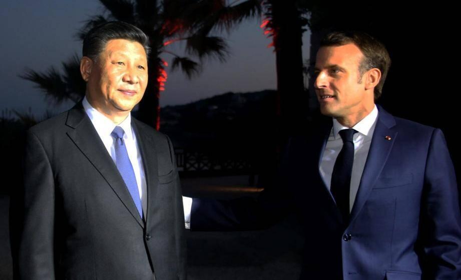 Le président français Emmanuel Macron, accompagné de son épouse Brigitte, rencontre le président de la République populaire de Chine, XI Jinping à la villa Kerylos de Beaulieu-sur-mer (Alpes-Maritimes), le dimanche 24 mars 2019.