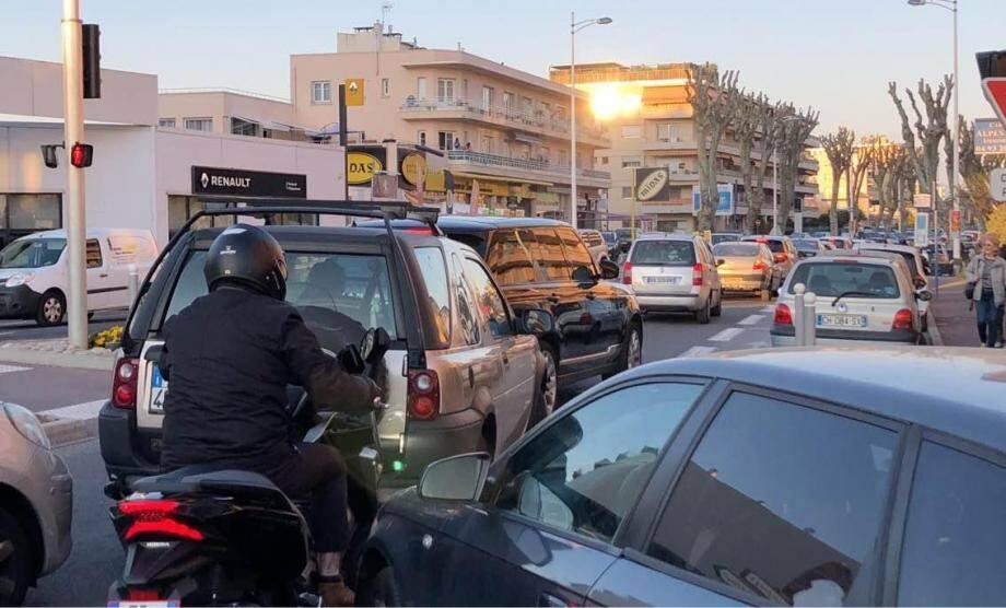 La circulation a été extrêmement difficile sur le secteur de Villeneuve-Loubet et Cagnes-sur-Mer dimanche.