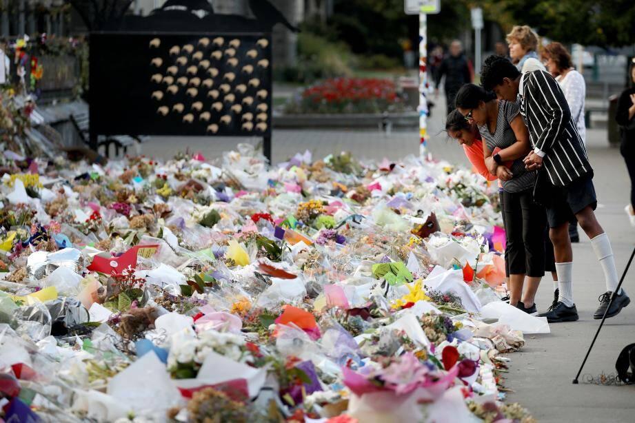 De nombreux Néo-Zélandais ont rendu hommage aux victimes du massacre terroriste dans deux mosquées de la ville de Christchurch.