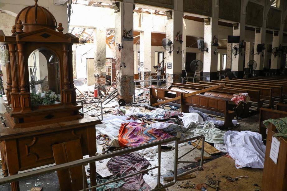 Les attaques ont fait près de 310 morts alors que plusieurs explosions ont visé des lieux de cultes chrétiens et des hôtels de luxe sur l'île.