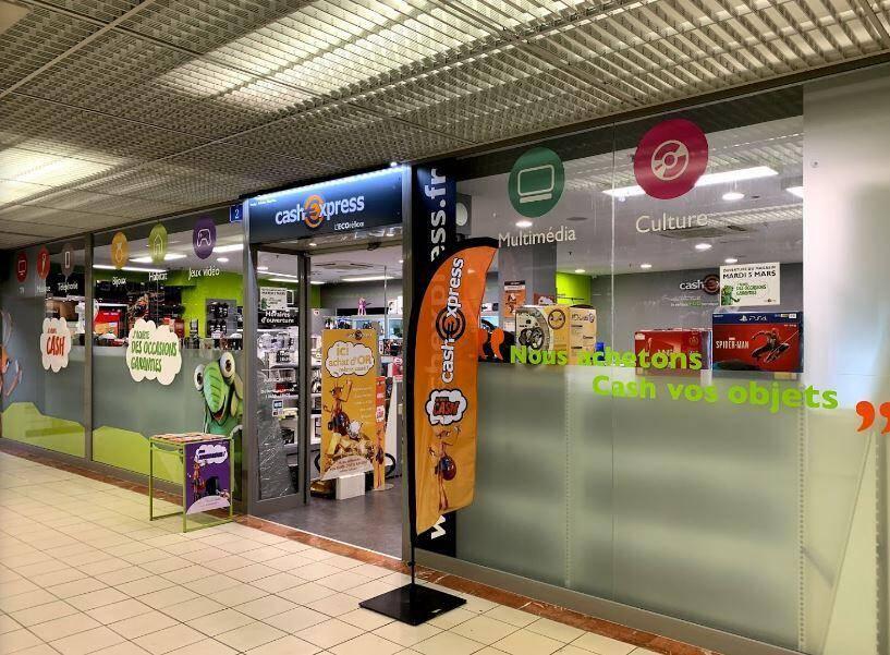 C'est dans ce magasin Cash Express à Digne-les-Bains qu'une policière a été agressée pour un jeu vidéo à 4 euros
