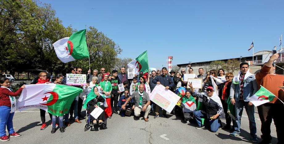 Et si l'heure du «printemps arabe» sonnait aussi pour l'Algérie ? La communauté rassemblée hier sur le parking de Coubertin veut y croire.