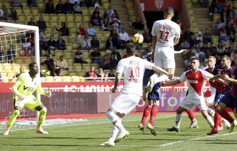 La tête de Vinicius face au talent... et la baraka de Samba.