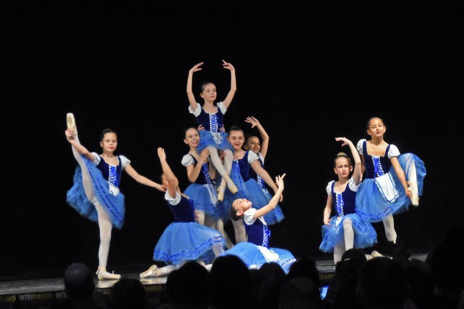 Les chorégraphies de danse classique ont été très applaudies.