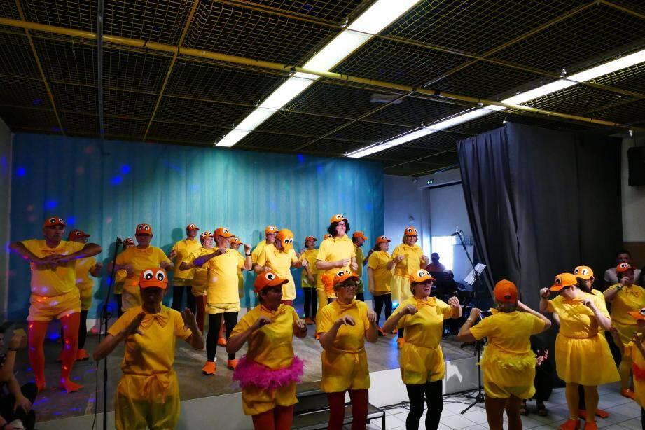Une belle version délurée de «La danse des canards» par l'équipe du Safranier.