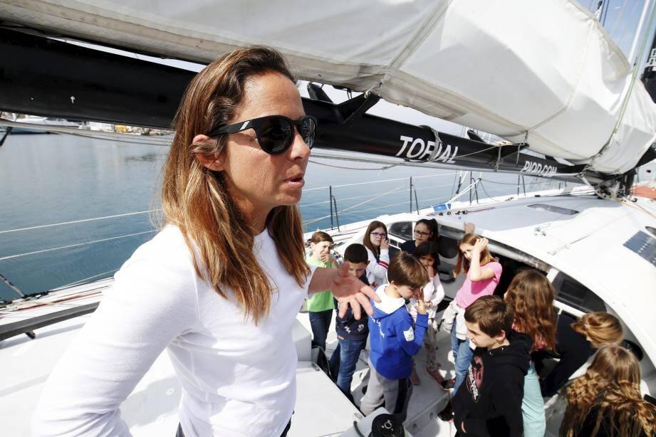 Une visite exceptionnelle du bateau d'Alexia Barrier effectuée par les scolaires qui ont suivi la navigatrice lors de la dernière édition de la Route du Rhum. Une expérience pédagogique qui sera renouvelée.
