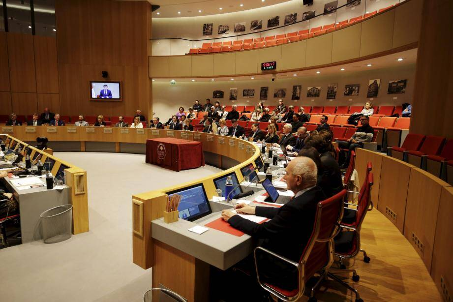 Comme de tradition, l'ouverture de la session de Printemps, hier soir, était présidée par le doyen de l'assemblée, Daniel Boéri.