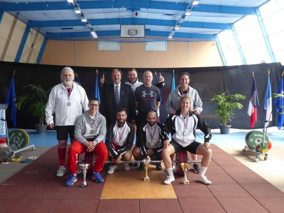 Jean Canestrier (au centre) peut être fier des ses athlètes.