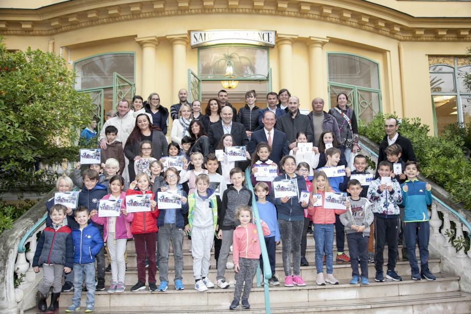 Les Mentonnais de 6 à 11 ans sont venus retirer leur diplôme de ski à la résidence du Louvre, à l'issue de leur formation pendant l'hiver à la station de Limone.