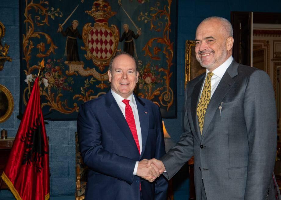 Le prince Albert II et l'imposant Premier ministre d'Albanie, Edi Rama.