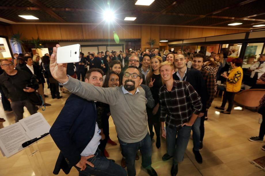 Selfie inaugural, au siège de notre journal à Nice, pour les jeunes patrons des huit start-ups et médias émergents accueillis au Mas.