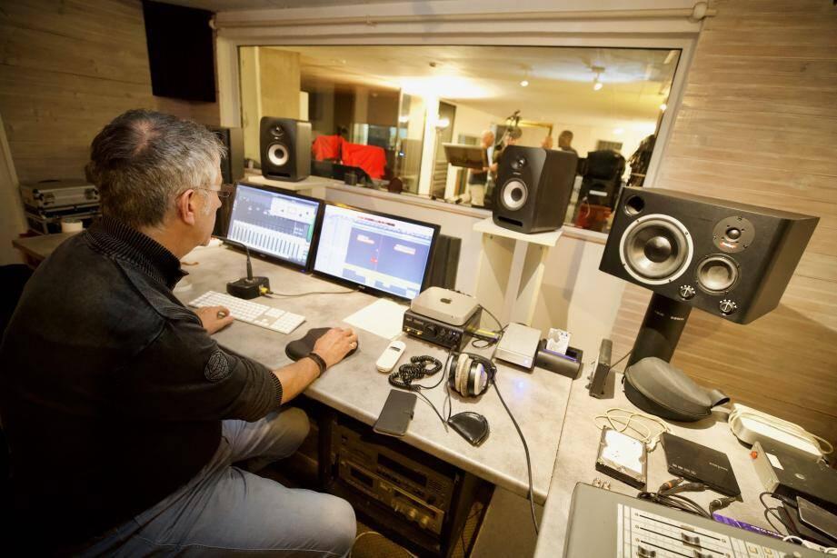 Le groupe No Jazz enregistre actuellement son album Beautiful life au studio Marilyn. Une institution qui a notamment accueilli Charlie Winston ou encore 50 Cent.