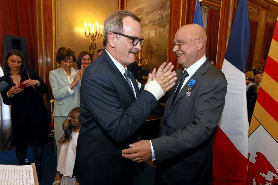 Lundi soir à la villa Masséna, un préfet, Jean-François Carenco,  a remis les insignes d'officier de l'Ordre national du mérite à Christian Tordo.