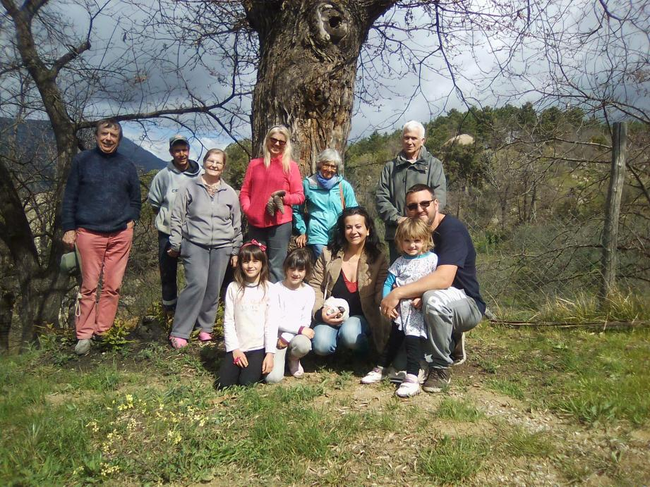 Une visite publique de l'exploitation castanéicole « Marie-Jeanne Clerissi  » a été organisée par cette dernière entre découverte de châtaigneraies, oliveraies, forêts de mimosas maraîchages, pinèdes et dégustation de crème de marrons confectionnée en atelier artisanal.